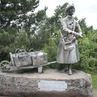 Хамина. Памятник булочнице Варваре :: Елена Смолова