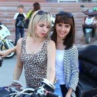 девушки любят мотоциклы :: Alexander Varykhanov