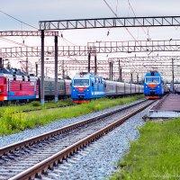 ВСЖД, ст. Усолье Сибирское встреча пассажирских поездов... :: Алексей Белик