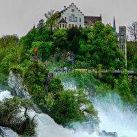 Рейнский водопад и замок Лауфен :: Александр Корчемный