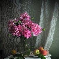 Этюд с персиками :: Татьяна Ким