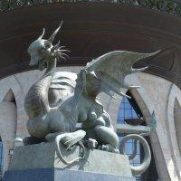 У Центра семьи «Казан» появилась скульптурная инсталляция «Он и Она» :: Наиля