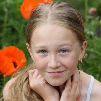 Девочка и маки :: Наталия Григорьева