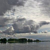 Тучи над Волгой. :: Сергей Крюков