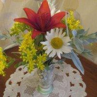 Букетик  цветов в вазочке. :: Valentina