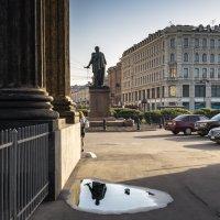 Утро у Казанского собора :: Valeriy Piterskiy