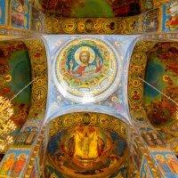 В храме :: Александр Неустроев