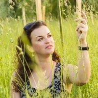 девушка в поле :: Екатерина Гриб