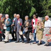 22 июня.Ветераны возлагают цветы к вечному огню :: Tatyana Zholobova