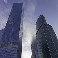 Москва-сити купается в облаках :: Рамиль Хамзин