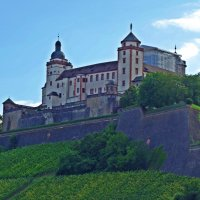 Крепость Мариенберг. Строительство крепости Мариенберг обычно датируют началом XIII в. :: Galina Dzubina