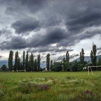 Деревенский стадион в непогоду :: Варвара