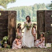 Невеста с подружками :: Владимир Саблин