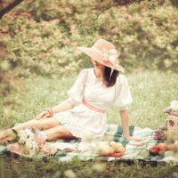 Дама в шляпе... :: Дмитрий Додельцев