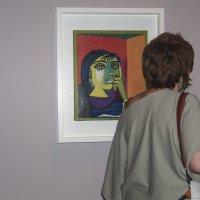 В музее около картины Пикассо :: Alla