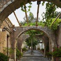 Внутренний дворик монастыря на о.Крит :: Helga Preiman