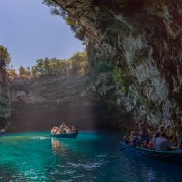 Пещерное озеро Мелиссани.Остров Кефалония.Греция. :: юрий макаров