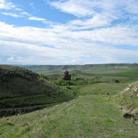 Вдали монастырь Мармашен :: Volodya Grigoryan