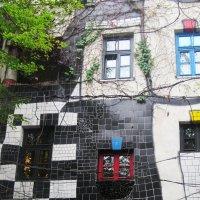 Знаменитый дом Хундертвассерхаус (Вена) :: татьяна