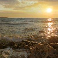 Свет над морем... :: Эля Юрасова