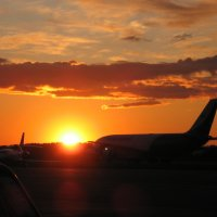 закат солнца в аэропорту :: maikl falkon