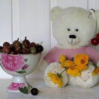 С летними ягодами и цветами :: Татьяна Смоляниченко