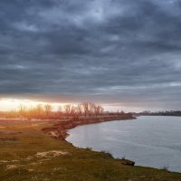 Прохладный март :: Александр Афромеев