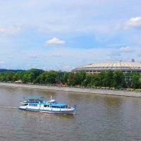 Плывет кораблик по реке... :: Николай Дони