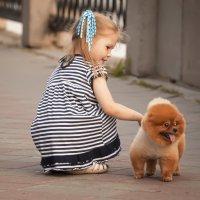 Девочка с персиком. :: Георгий Рябов