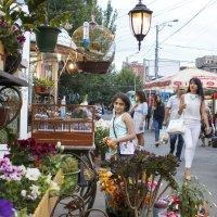 На улице :: karen torosyan