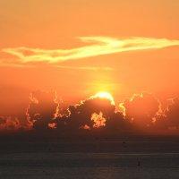 рассвет над заливом Холонг. :: Paparazzi