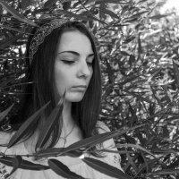B&W :: Anna Tvays