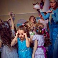 Дети, бегущие от (грозы) пузырей :: Vladimir Lyubchenko