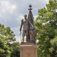 Памятник русскому Императору Николаю Второму... :: Cергей Павлович