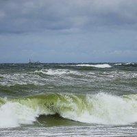 Ветер по морю гуляет и кораблик подгоняет :: Маргарита Батырева