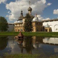 пруд в ростовском кремле :: Александра