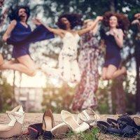 Устали ножки у девчонок от каблуков =) :: Илья Земитс