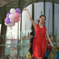 Девушка с воздушными шариками. :: Алексей Хаустов