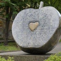 А у нас такие памятники... :) :: Kliwo