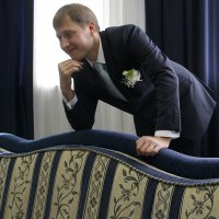 В комнате  для  женихов... Жених. :: Валерия  Полещикова