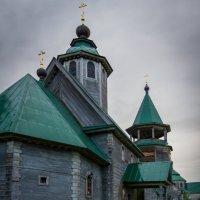 Старинный храм после дождя. :: Андрей Самсонов