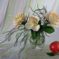 Розы и наливное яблочко :: Татьяна Смоляниченко
