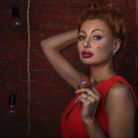 Red in the gold :: Olga Payne