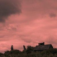 Дом на отшибе :: Artem Zelenyuk