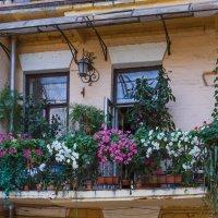 Балкончик в старом городе. :: Андрей Нибылица