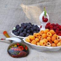 Гоп стоп, мы подошли из-за угла, гоп стоп украли фрукты со стола...)) :: Владимир Хиль