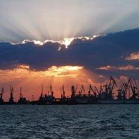 Закат в порту. :: Наталья