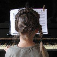 маленькая пианистка :: Юрий Ивукин