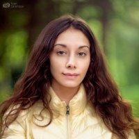 Девушка в желтой куртке :: Ivan S.