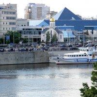 На Краснопресненской набережной :: Елена